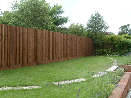 feather edge fence Hertfordshire | Lawn feature